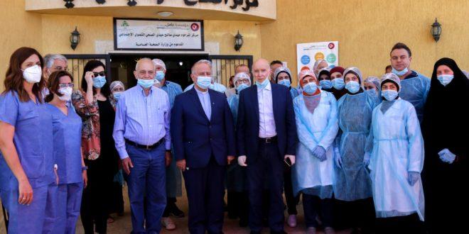 مهنا ودكاش والطاقم الطبي في مركز عامل في مشغرة