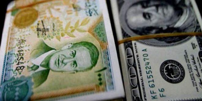 الدولارات كانت مكدسة لدى الصرافين