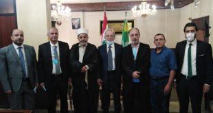 عصفور وحسن خلال اللقاء في المجلس الاسلامي العلوي