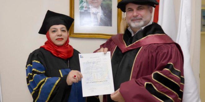 مروة خلال نقاشها رسالتها لنيل الدكتوراه في التاريخ
