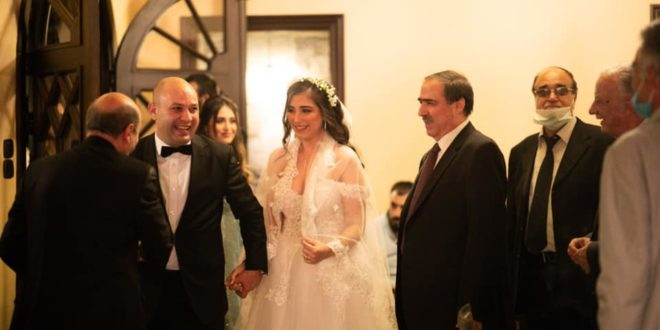 الشيخ سعد فوزي حمادة وعروسه خلال زفافهما