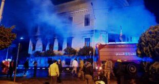 من يقف وراء احراق بلدية طرابلس؟