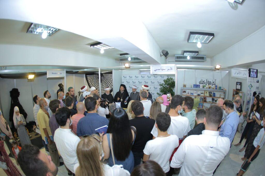 جانب من الحضور خلال التوقيع